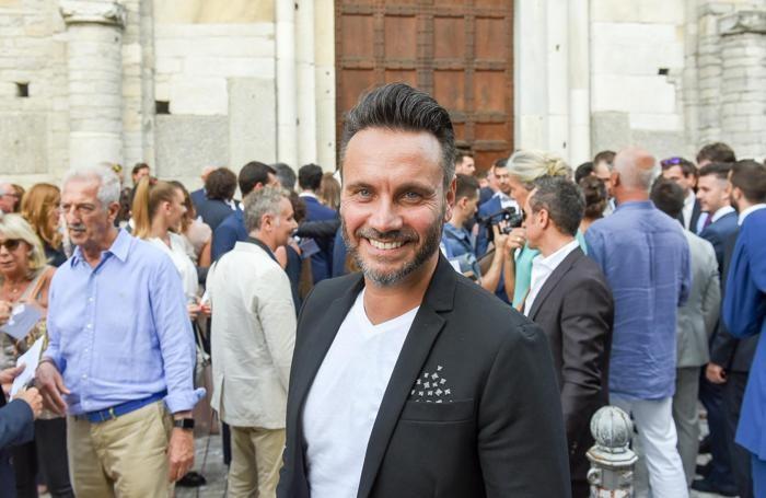 Como matrimonio di Massimiliano Sallusti e Cristina Frangi a Sant'Abbondio, il cantante Nek