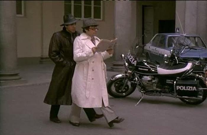 Lecco Cronaca la foto di Adriano Celentano con la Guzzi sullo sfondo tratta dal film 1981 Asso