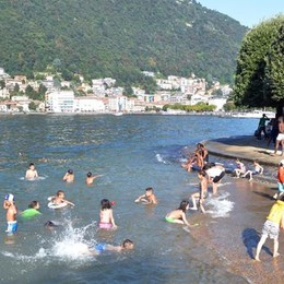 Como come Rimini  Decine di bimbi nel lago  Nonostante il divieto