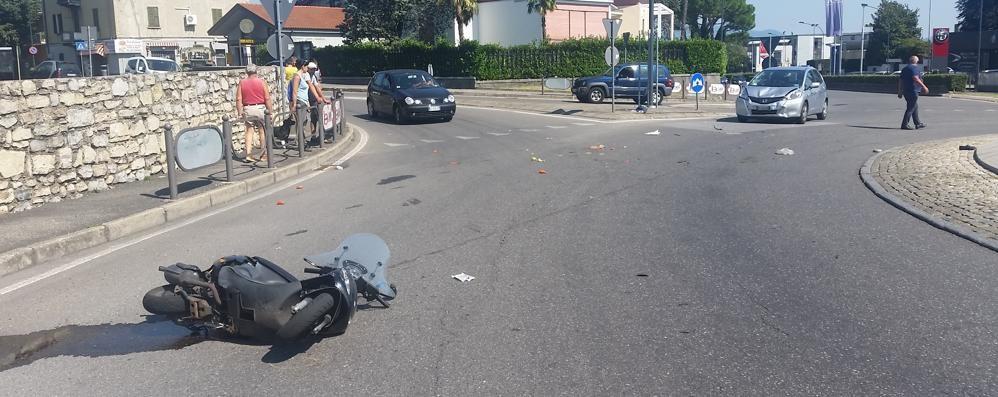Auto contro lo scooter Gravissima donna di Albavilla