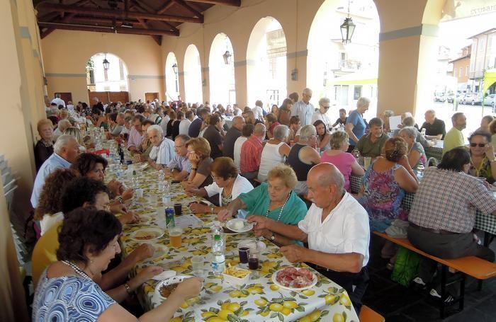 ERBA - TRADIZIONALE PRANZO DI FERRAGOSTO 2016 IN PIAZZA MERCATO CON IL GRUPPO ALPINI