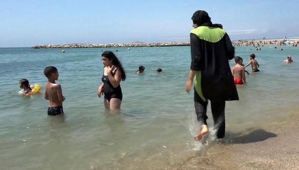 Burkini: mozione lega per vietarlo