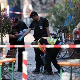 Niente sepoltura ad attentatori Germania