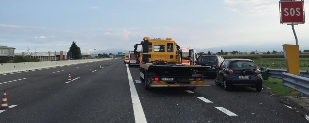Incidente in A9 a Turate  Auto prende fuoco  Coinvolti anche 4 bambini