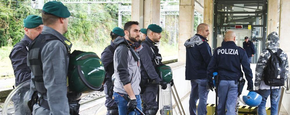 Stazione, l'assalto al treno  dovuto a una notizia falsa