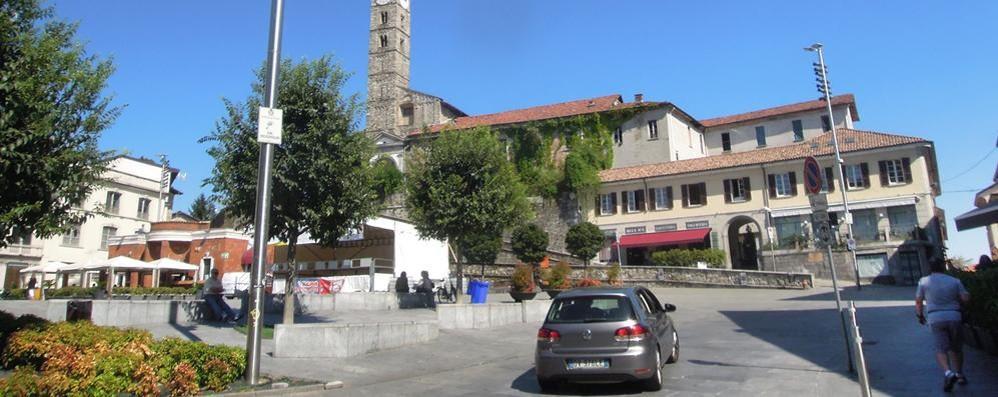Niente asfalto in piazza Garibaldi  Cantù costretta a bloccare tutto