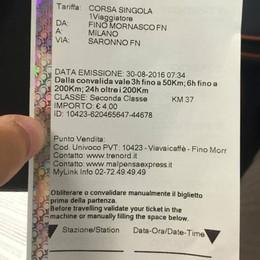 Ha il biglietto ma non può annullarlo  Il controllore lo multa per 60 euro