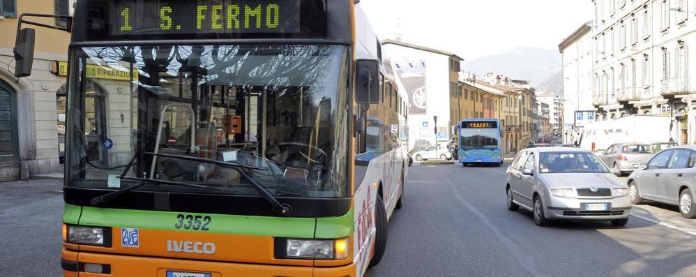 Piazza S.Rocco, aggressione  Autista del bus preso a pugni