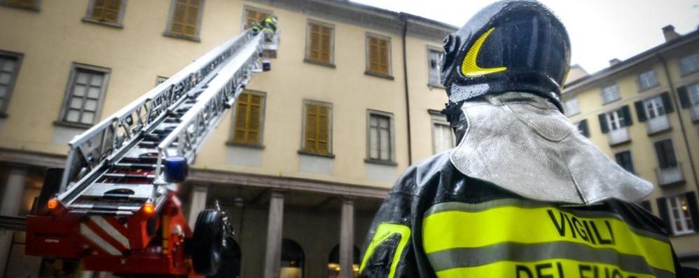 Super lavoro con il vento  per i vigili del fuoco