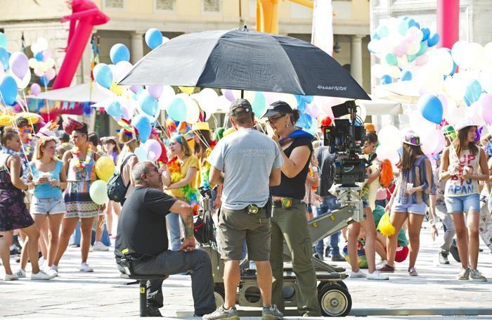 La troupe impegnata nelle riprese di piazza Verdi