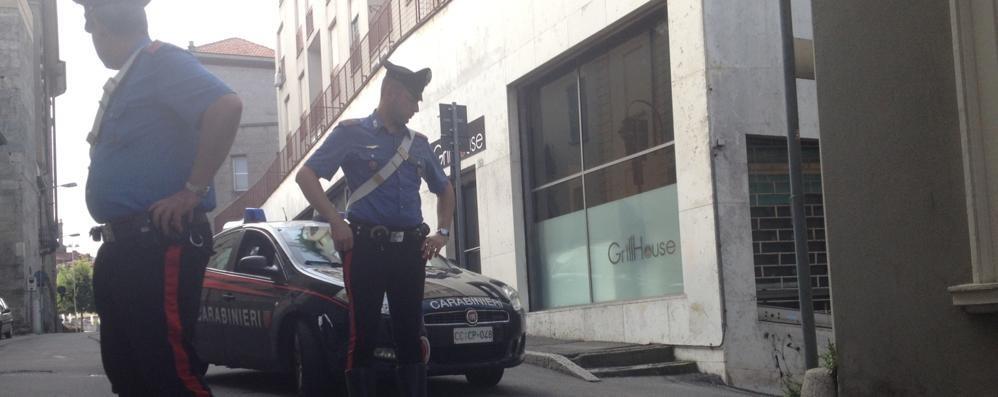 CANTU', FERITO A FUCILATE   DOPO LA LITE: GRAVISSIMO  TESTIMONE:  «LO SPARATORE  HA PUNTATO ALLA TESTA»