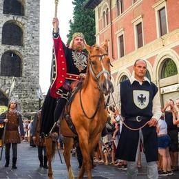 Palio, folla alla sfilata Ha vinto Quarcino   GUARDA LE FOTO