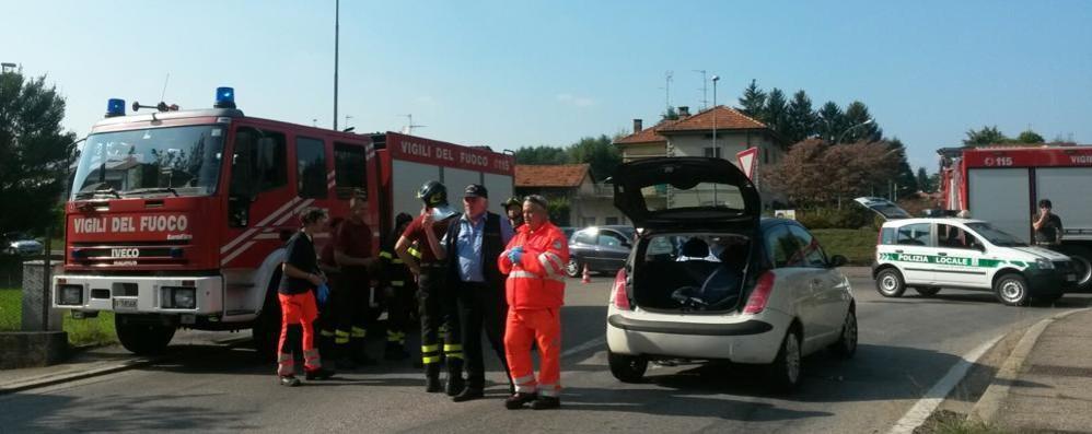 Scontro tra auto a Caccivio  Due feriti e strada bloccata