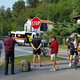 Ciclista investito al Segrino  Soccorso con l'elicottero