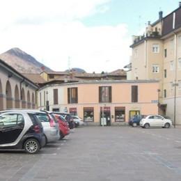 Erba, i parcheggi restano  «Utili a Piazza mercato»