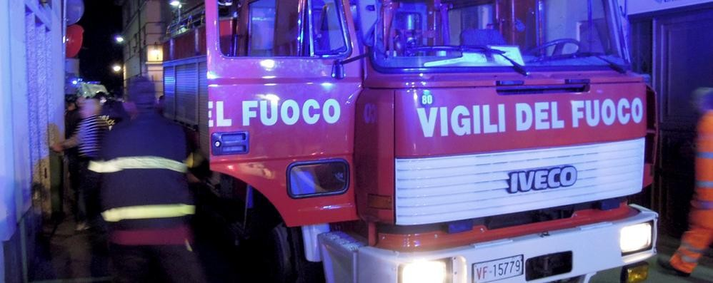 Fiamme in appartamento  Paura all'alba a Valbrona