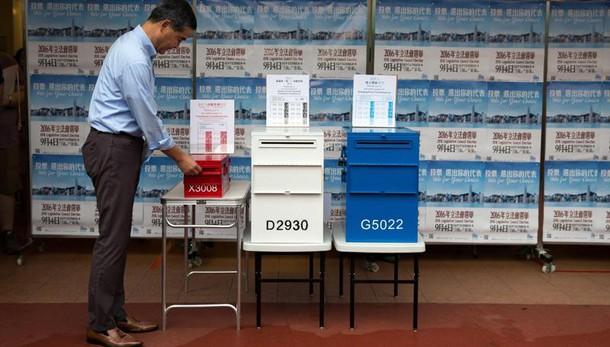 Hong Kong: elezioni, aperte le urne