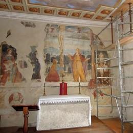 La chiesa di Buccinigo  si copre di ponteggi