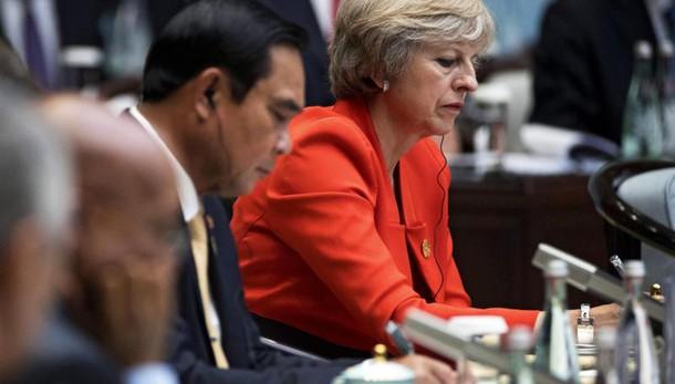 Tokyo minaccia Londra, imprese verso Ue