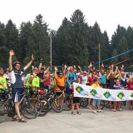 La pedalata nel Parco del Lura  Arrivano in centocinquanta
