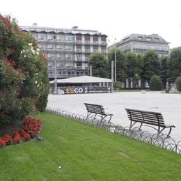 Piazza Cavour, quando i turisti  sono innaffiati come piante (video)