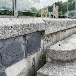Scandalo paratie, altra grana  La scalinata a lago è scivolata ancora