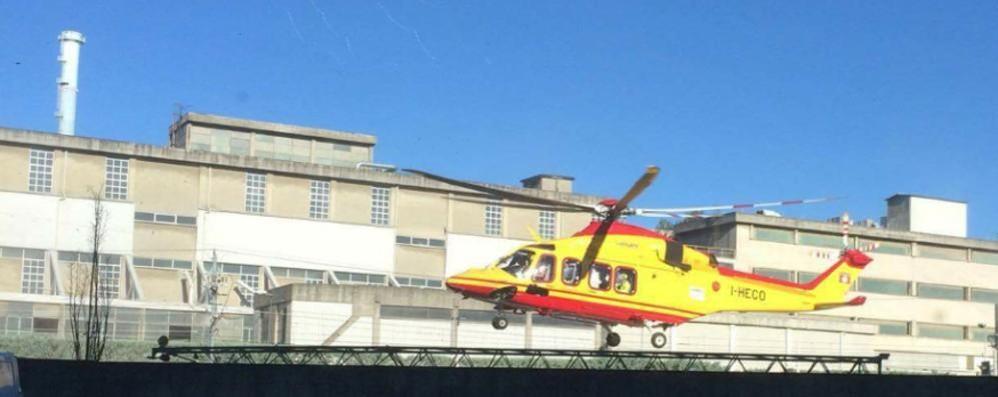 Merone, uomo travolto dal Milano-Erba  Gravissime ferite, soccorso in elicottero
