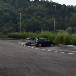 Parcheggio e passerella  La scuola di Fino più sicura
