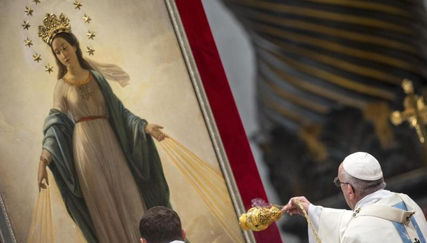 Papa: divisi viviamo vuoto e solitudine
