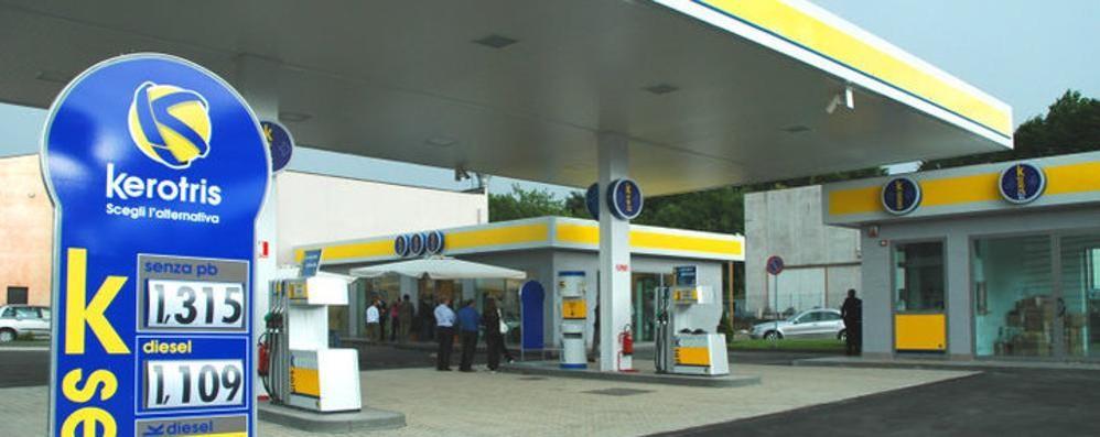Centro commerciale Cantù 2000  Arriva anche la pompa di benzina