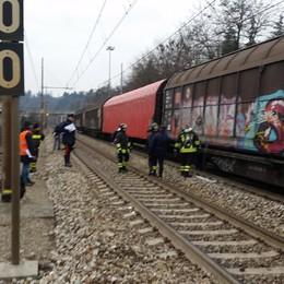 Treno merci perde concime chimico  Emergenza alla stazione di Cantù Asnago