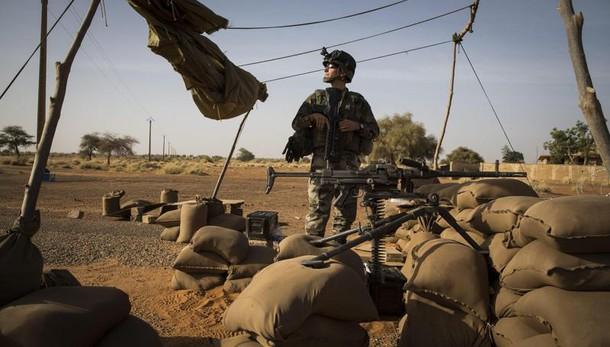 Mali: autobomba contro una base militare