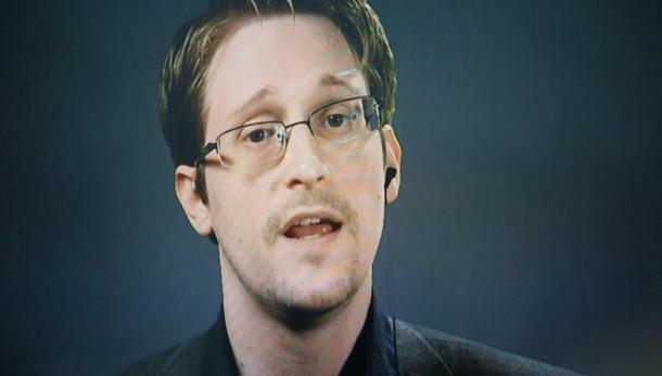 Mosca estende permesso soggiorno Snowden