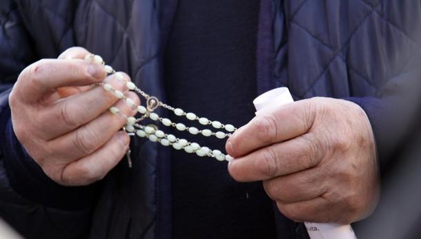 Prete accusato orge, 9 donne coinvolte