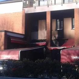 Mariano, rogo doloso al pub pizzeria  «L'incendio appiccato dall'esterno»