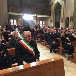 Villa Guardia, in tanti  al funerale del vigile