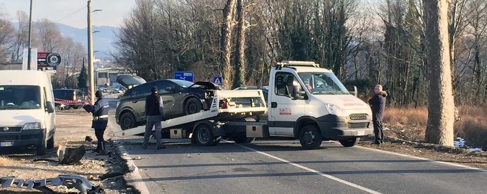 Incidente tra due auto Via Lecco a Erba chiusa