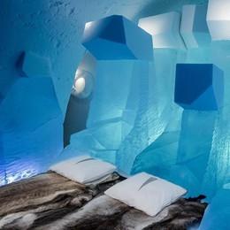 È come l'architetto di Frozen  Costruisce alberghi di ghiaccio
