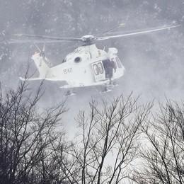 Morto un tecnico comasco  nell'elisoccorso precipitato  E l'eli del 118 torna in Abruzzo