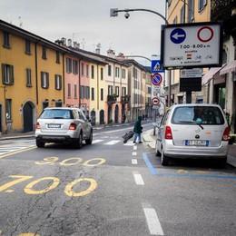 Via Milano alta solo ai bus  Il Comune: «Si può fare»