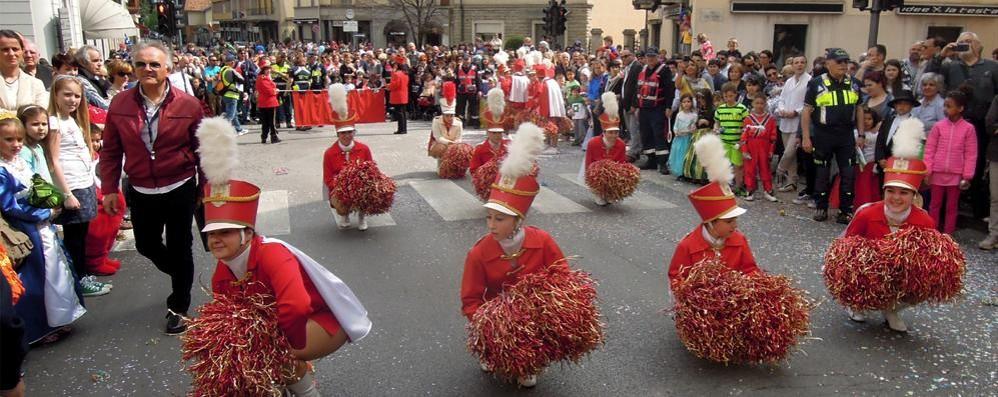 Erba cancella la sfilata di Carnevale  Arcellasco rinuncia al grande carro
