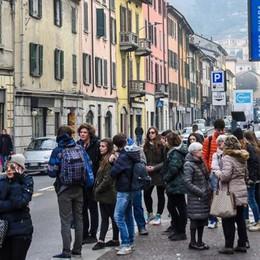 I commercianti sulle barricate «Se chiudete via Milano addio ai negozi»