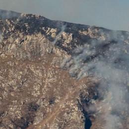 Pulisce il prato, parte l'incendio  I pompieri in azione a Musso