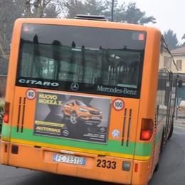 Cantù, bus deviati ma strada aperta  Riesplode la protesta degli studenti