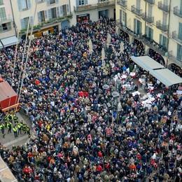 Befana, una festa blindata Metal detector in piazza Duomo