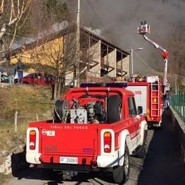 A fuoco canna fumaria Incendio a Valbrona