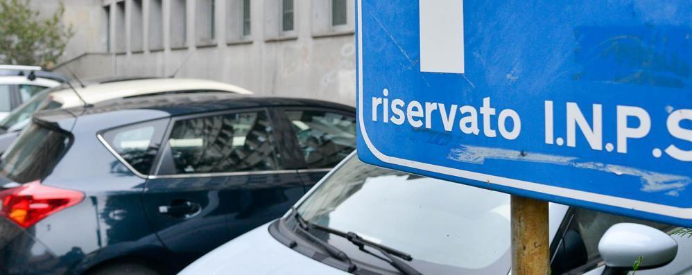 Como, i privilegiati   del parcheggio (gratis)