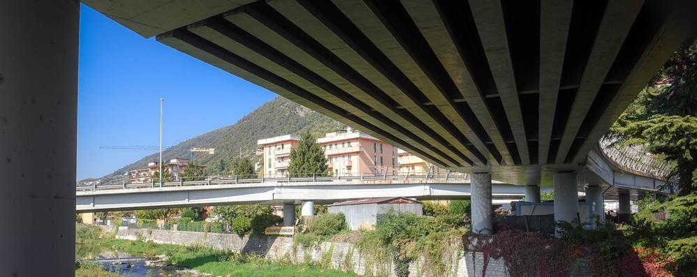 «Crepa sul cavalcavia di Cernobbio»  Il Comune chiama, l'Anas tace