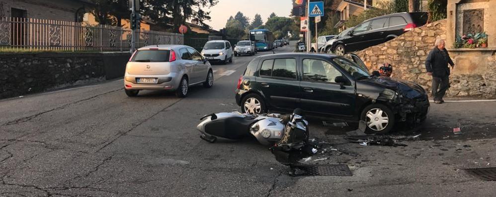 Albavilla, scontro auto-moto  Paura per giovane di 29 anni