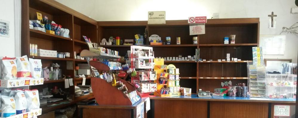 Lurate Caccivio, ladri in tabaccheria  Via con le sigarette e i gratta&vinci